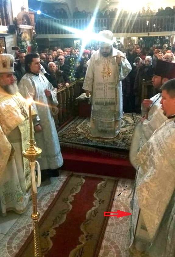 Aleksij Kukhta pri Bohosluzbe s vladykou Izaiasem